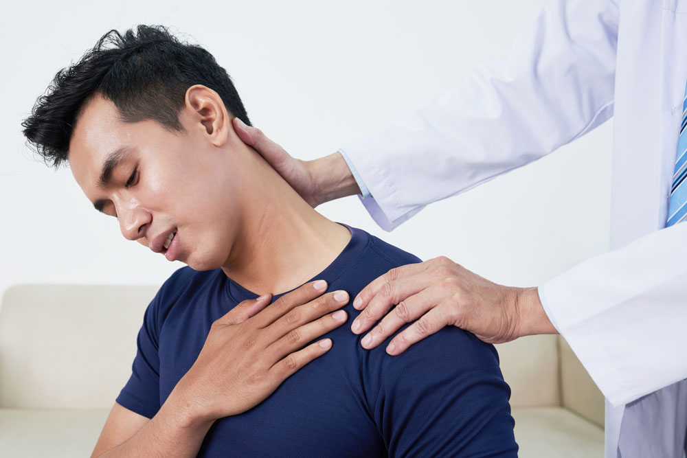 strained neck, patient suffering from neck pain